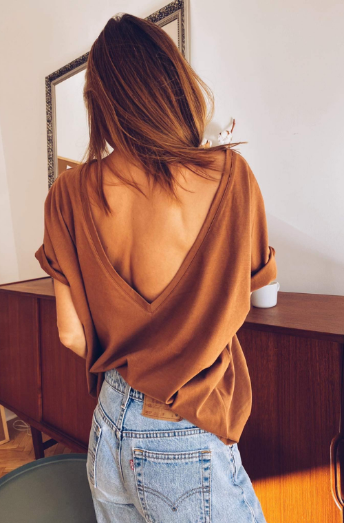 V-BACK T-SHIRT CINNAMON